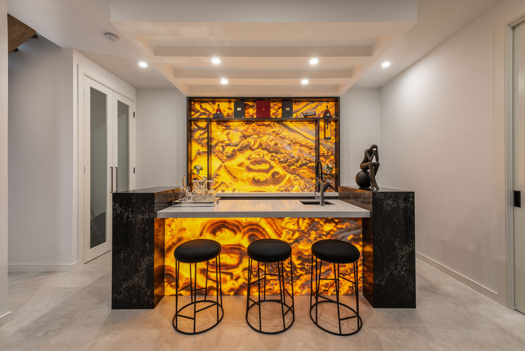 Amazing Homes backlit onyx bar