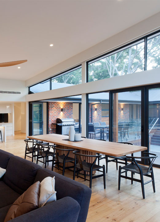 Rahcon kitchen with floor-to-ceiling windows